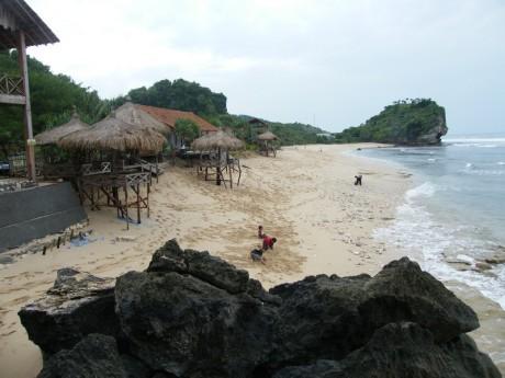 Menikmati Pasir Putih Pantai Indrayanti