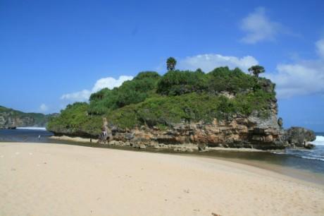 Pantai Drini Gunungkidul – Pantai Indah Yang Masih Alami