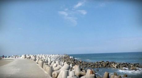 Pantai Glagah, Berburu Indahnya Ombak di Dermaga