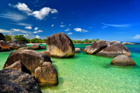 Keistimewaan Pantai Tanjung Tinggi Belitung
