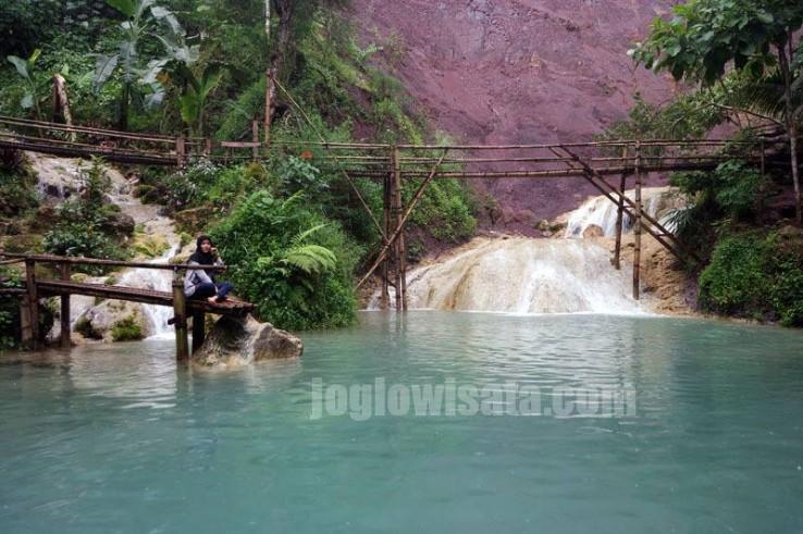 Menikmati Keindahan Air Terjun Kembang Soka Kulon Progo