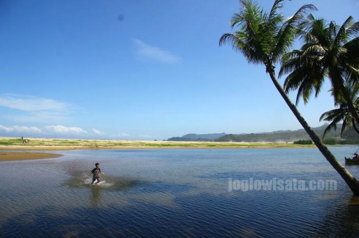 Keindahan Pantai Soge, Pacitan, Pantai Cantik di Jawa Timur