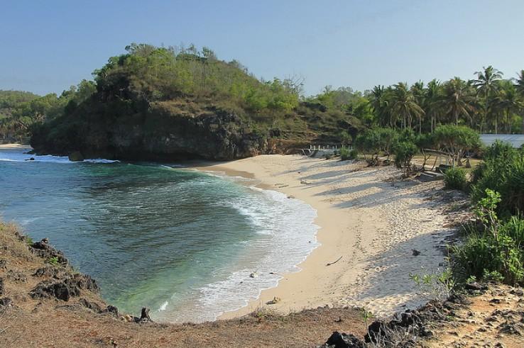 Pantai Srau, Pantai Perawan yang Wajib dikunjungi di Pacitan