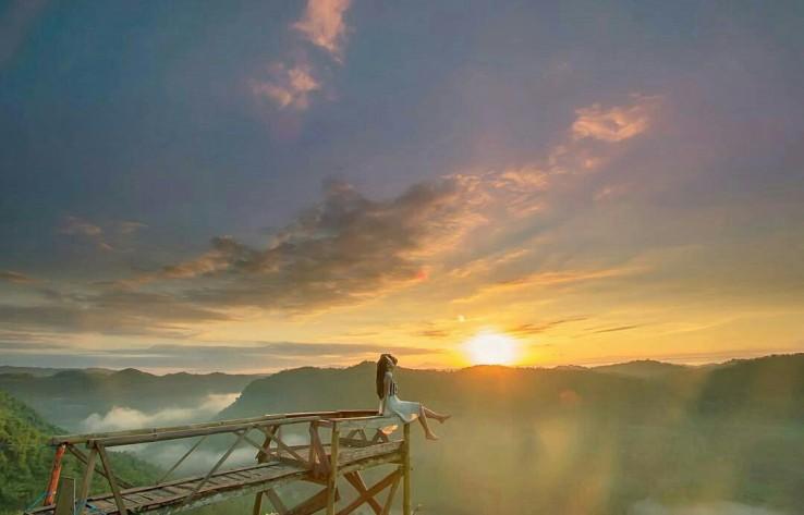 Spot Sunrise Terbaik Di Bukit Panguk Kediwung Bantul Jogja