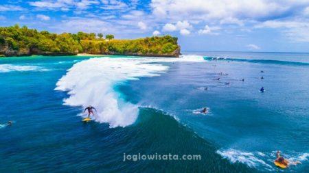 Balangan Beach Surfing, Bali