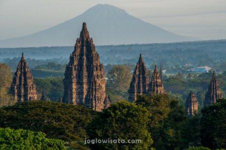 Candi Prambanan & Gunung Merapi