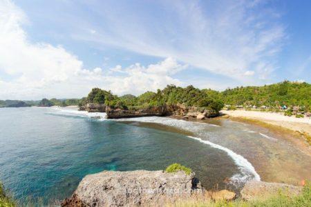 Pantai Batu Bengkung Malang