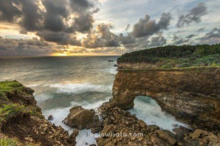 Pantai Karang Bolong Sunset, Pacitan
